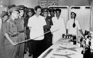 Bác sĩ Vũ Văn Cẩn dự triển lãm kỷ niệm 35 ngành Quân y