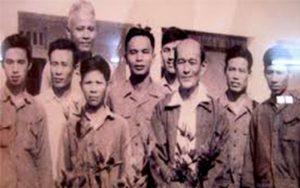 Giáo sư và các đồng nghiệp tại viện Nông học