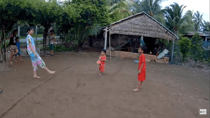 Tổ chức trò chơi cá sấu lên bờ