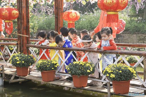 Các bé học tại trường được đi tham quan ngoại khóa
