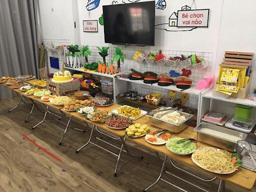 Tiệc buffet và sinh nhật cuối năm của trường mầm non Himawari