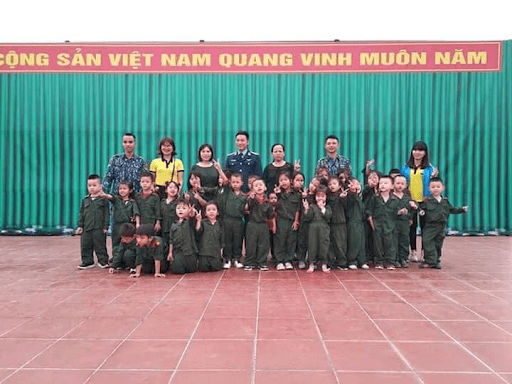 Học sinh trường mầm non Họa Mi tại Tiểu đoàn 61 - Trung đoàn 236