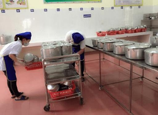 Khu bếp ăn sạch sẽ, đảm bảo vệ sinh của trường mầm non Tế Tiêu