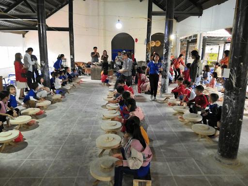 Học sinh trường mầm non Capitole đi dã ngoại tại làng gốm Bát Tràng, Hà Nội