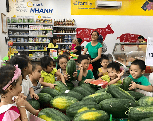 Học sinh trường mầm non Ngôi Sao Nhỏ đi tham quan siêu thị