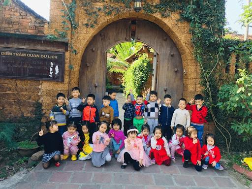 Học sinh trường mầm non Sao Việt đi tham quan Làng cổ Đường Lâm