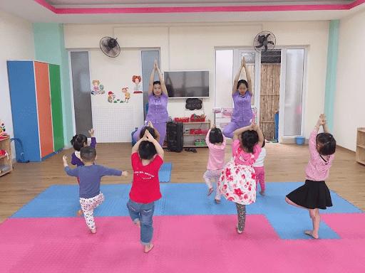 Một tiết học Yoga của trường mầm non Ngoại giao