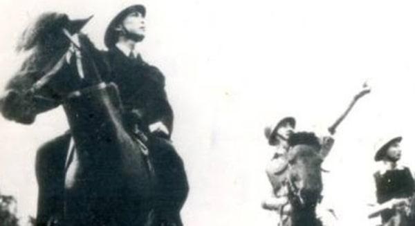 Hình ảnh Đại tướng cùng chiến mã trên chiến trường năm xưa