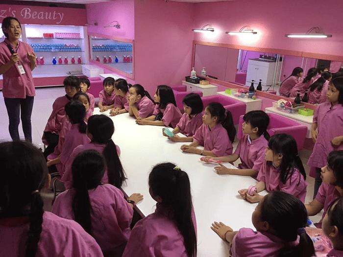 Học sinh trường tiểu học Sơn Đồng tham quan thành phố hướng nghiệp KizCiti