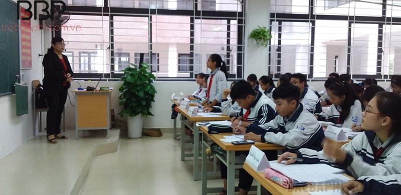Bên trong lớp học của trường THCS Dục Tú