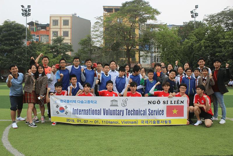 Giải giao hữu bóng đá của trường và trường THPT Công nghệ Dasom Hàn Quốc