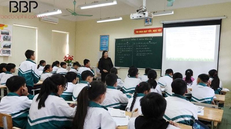 Bên trong lớp học của trường THCS Dương Xá