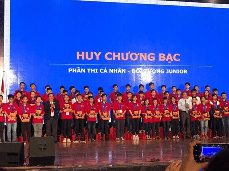 Nhà trường đạt được huy chương bạc trong cuộc thi Toán học HOMC