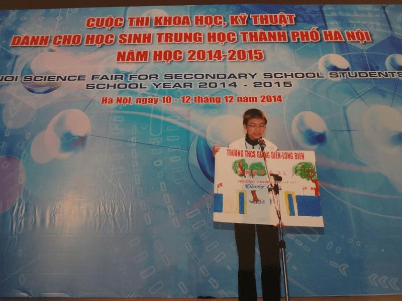 Học sinh của trường tham dự cuộc thi khoa học, kỹ thuật của thành phố Hà Nội
