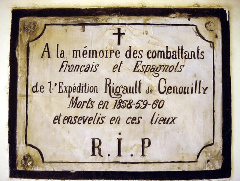Chữ R.I.P trên bia đá trong nhà nguyện ở khu nghĩa địa Pháp – Tây Ban Nha trên bán đảo Sơn Trà. Ảnh: V.T.L