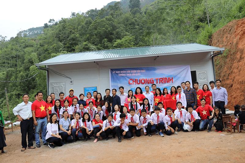 Thầy trò trường THCS Cầu Giấy trao gửi yêu thương đến với các bạn nhỏ tại điểm trường Khư Phá, xã Ngàm Đăng Vài,tỉnh Hà Giang
