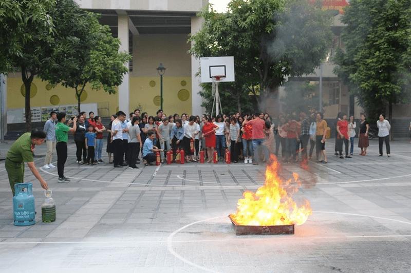Tập huấn PCCC của trường THCS Nghĩa Tân