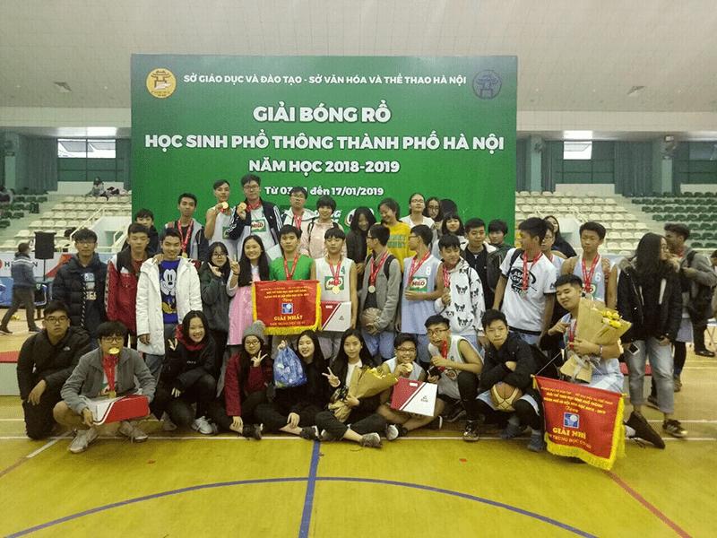 Đội bóng rổ của trường giành cúp vô địch giải bóng rổ thành phố Hà Nội