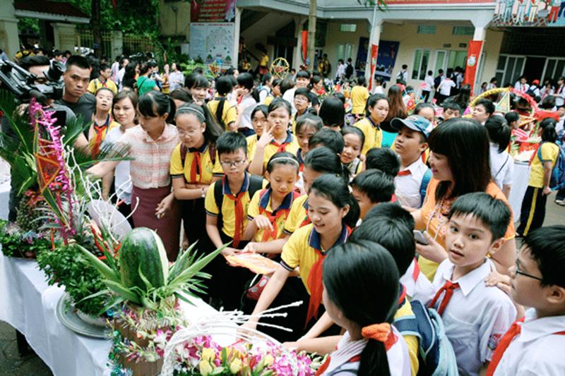 Trường THCS Nguyễn Trãi tổ chức Tết Trung thu cho các em học sinh