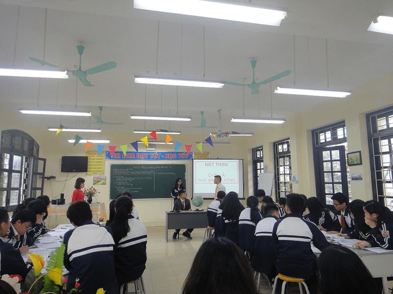 Bên trong lớp học của trường THCS Thịnh Quang