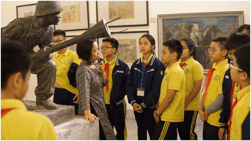 Học sinh được trải nghiệm tại Bảo tàng mỹ thuật Việt Nam
