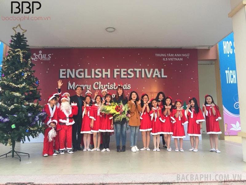 Lễ hội tiếng Anh của trường THCS T rưng Vương