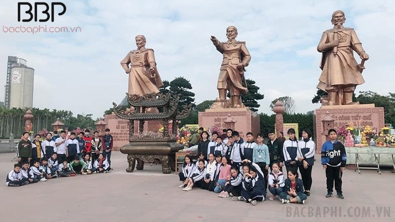 Trường THCS Thanh Trì dâng hương tại di tích lịch sử Bạch Đằng Giang