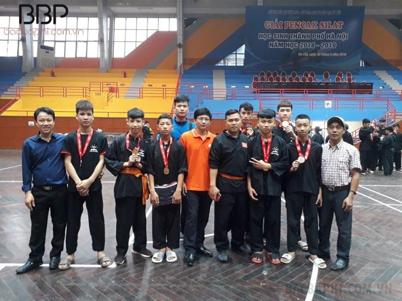 Em Nguyễn Hữu Đạt của trường THCS Bột Xuyên giành được huy chương vàng giải Pencak silat do thành phố Hà Nội tổ chức