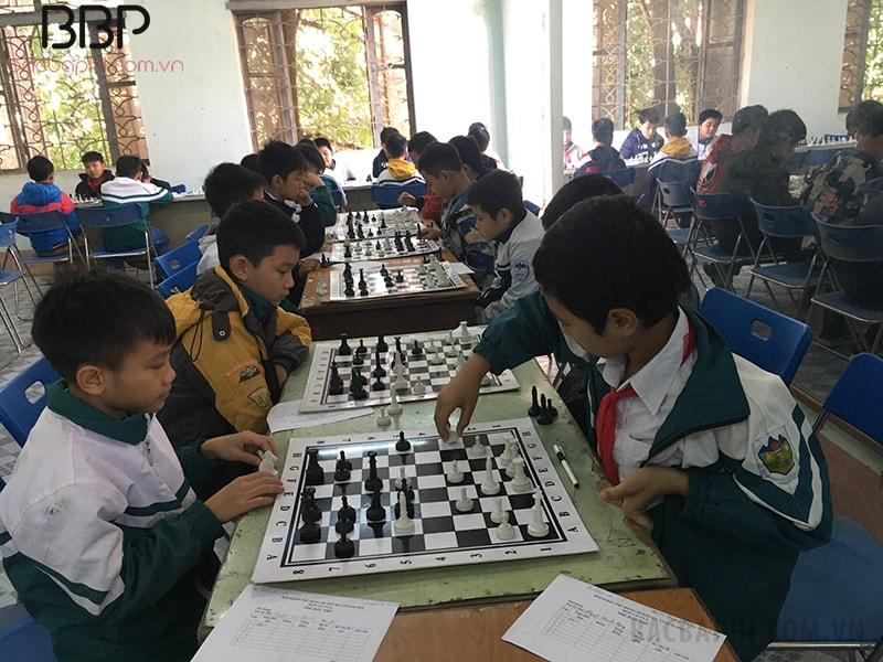 Các em còn tham gia thi đấu cờ vua tại Hội khỏe phù đổng
