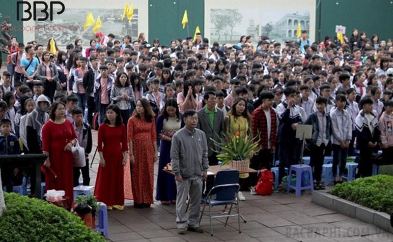 Giáo viên và học sinh trường THCS Tân Lập tham quan tại Hoàng Thành Thăng Long