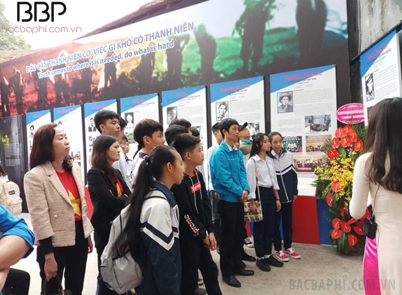 Cô trò trường THCS Chúc Sơn trong chuyến tham quan ngoại khóa của nhà trường