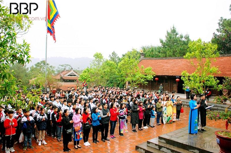 Lễ dâng hương tại đền thờ Chu Văn An của cô và trò trường THCS thị trấn Thường Tín