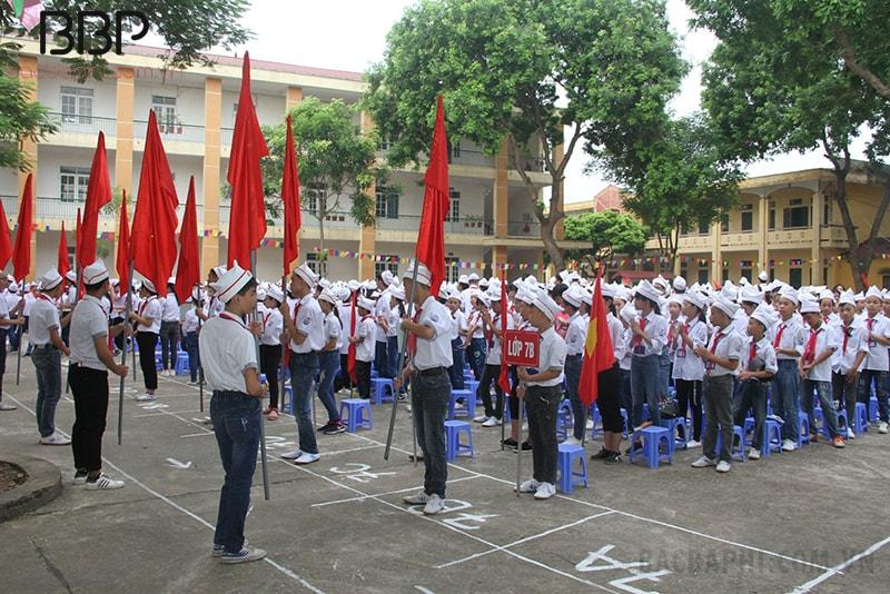 Lễ chào cờ tại Trường THCS Duyên Thái