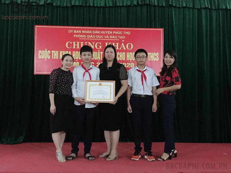 Các em học sinh tham dự hội thi khoa học kỹ thuật