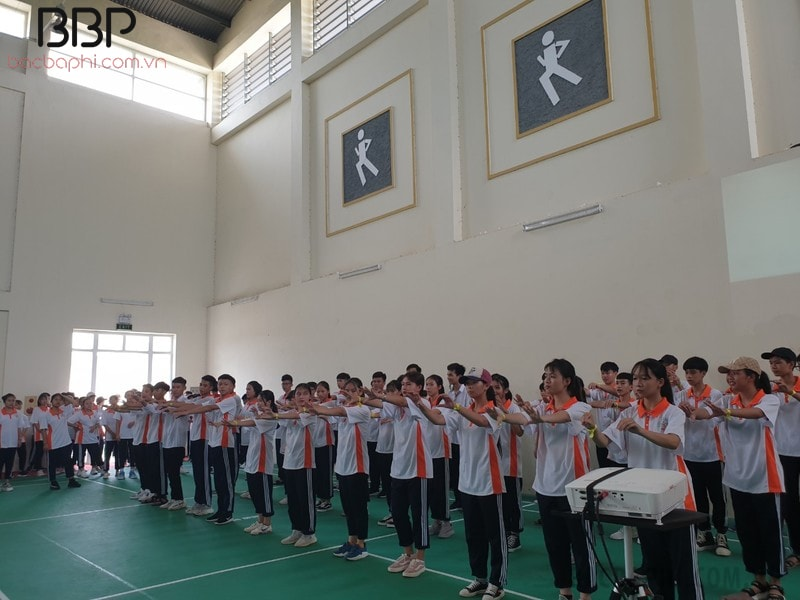 Bên trong nhà thể chất của trường THPT Phan Huy Chú