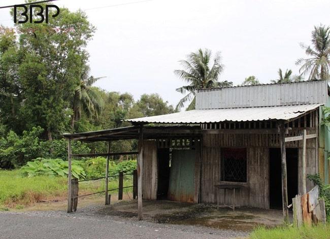 Căn nhà gỗ đơn sơ của Bác Ba Phi ở 26 ấp Lung Tràm
