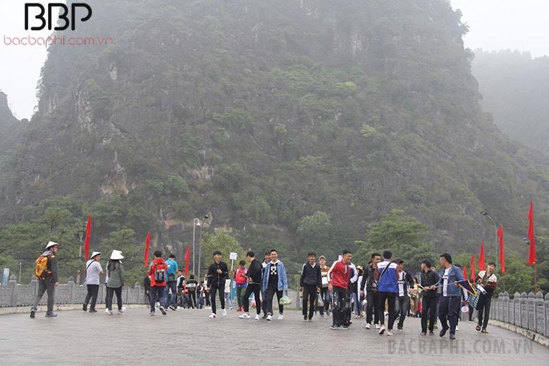 Chuyến tham quan, học tập của các em học sinh tại cố đô Hoa Lư và chùa Bái Đính - Ninh Bình