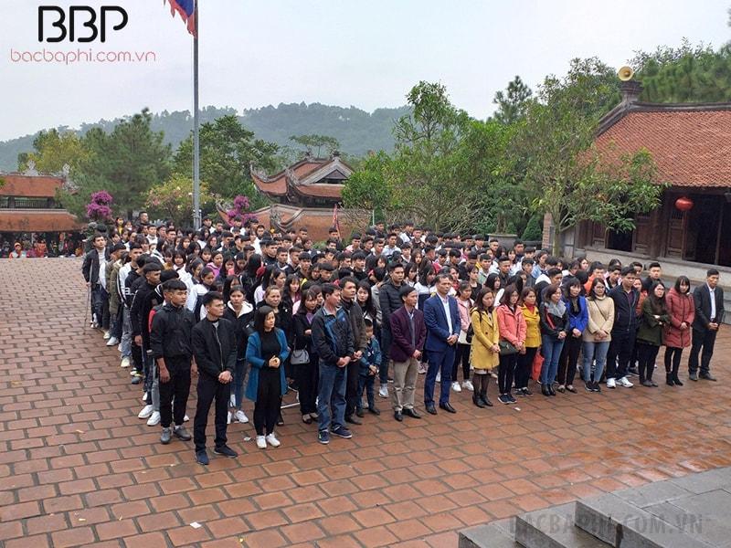 Hoạt động học tập Tham quan, tìm hiểu đền thờ các danh nhân tại Chí Linh, Hải Dương của học sinh trường THPT Minh Quang