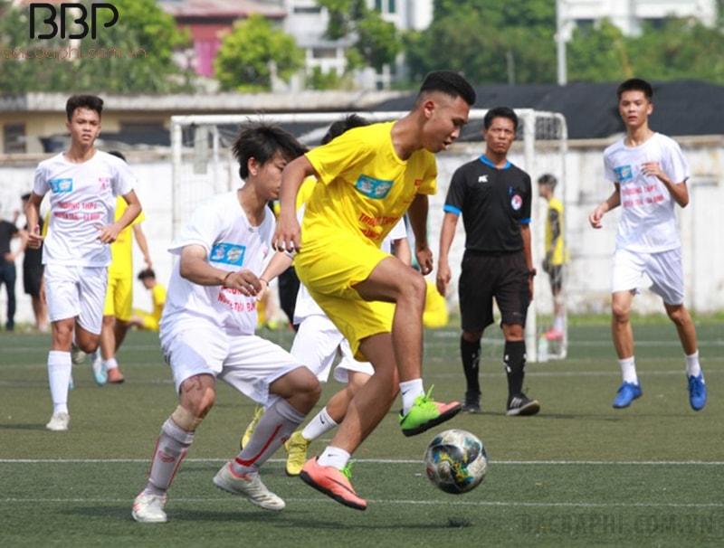 Trường THPT Vân Tảo tham gia giải bóng đá báo An Ninh và giành chiến thắng 2-0 trước trường THPT Hoàng Mai