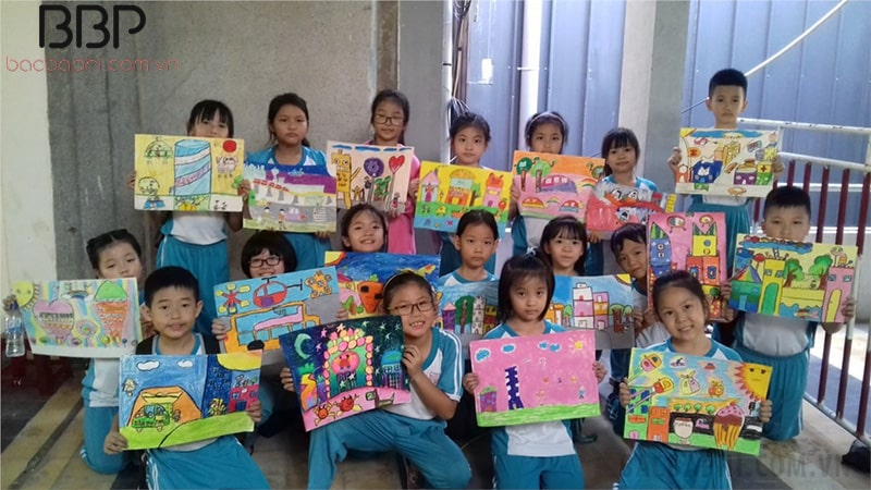 Hội thi vẽ tranh của trường tiểu học Nguyễn Thái Học