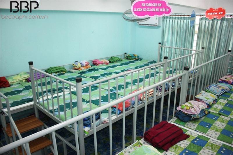 Phòng ngủ trưa giường tầng của trường tiểu học Lương Thế Vinh