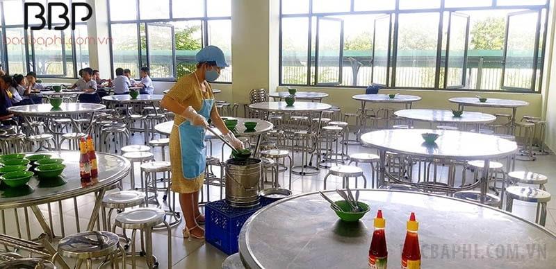 Bếp ăn của nhà trường sạch sẽ, đảm bảo vệ sinh