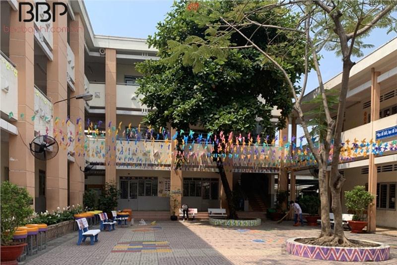 Một góc sân trường tiểu học Đinh Tiên Hoàng