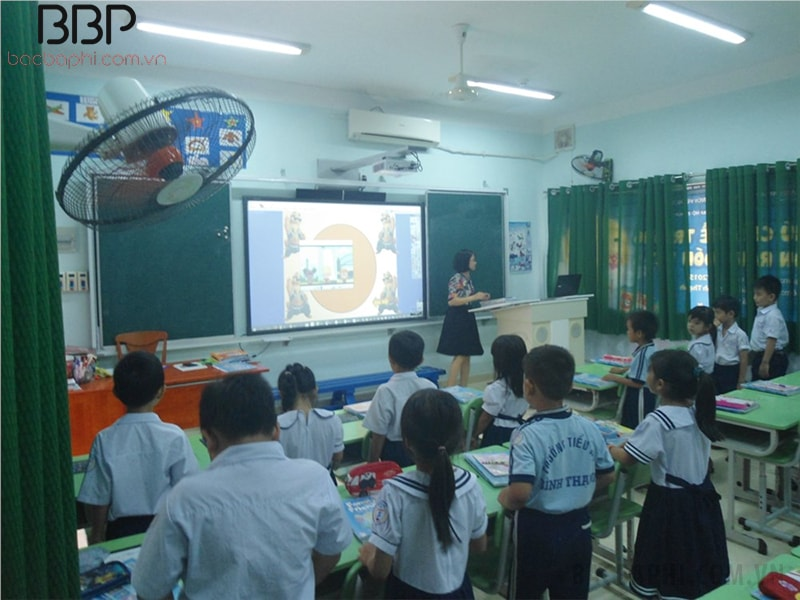 Lớp học có đầy đủ trang thiết bị hiện đại