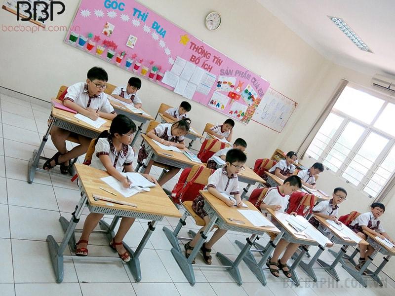 Lớp học rộng rãi, tiêu chuẩn 25 em/ lớp