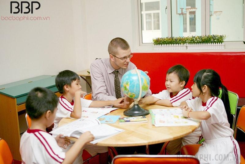 Một giờ học song ngữ tại trường