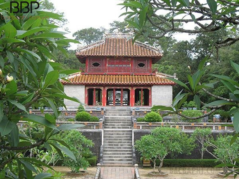 Cây hoa đại thường được trông tại các miếu, đền, chùa